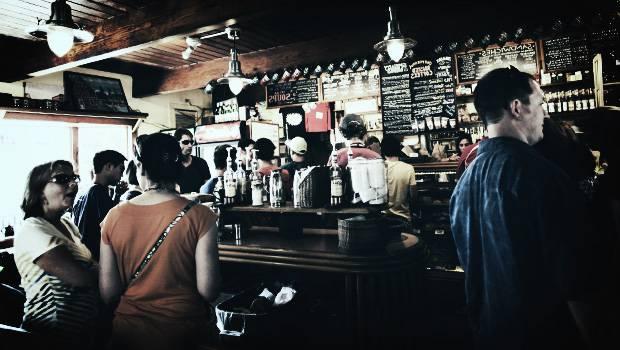Hoe versier ik iemand in een bar of discotheek