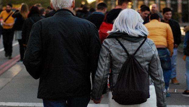Kun je te oud zijn om te daten?